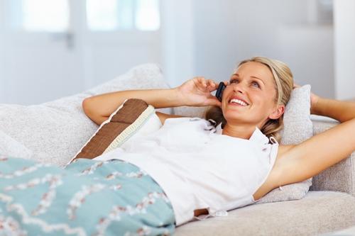 women-on-sofa-on-phone_sm